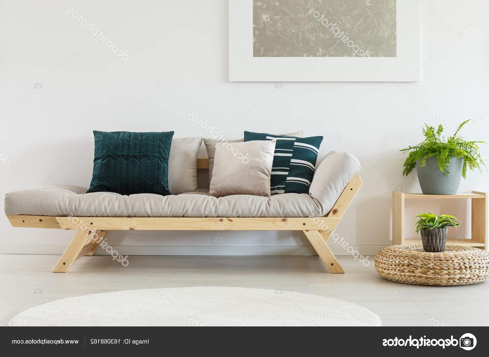 Cojines Para sofa Beige J7do sofà Beige Con Cojines Azules Foto De Stock Photographee