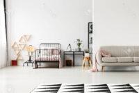 Colcha sofa 0gdr sofà Gris Con Colcha Rosa En Dormitorio De Nià A Con Muebles De Metal