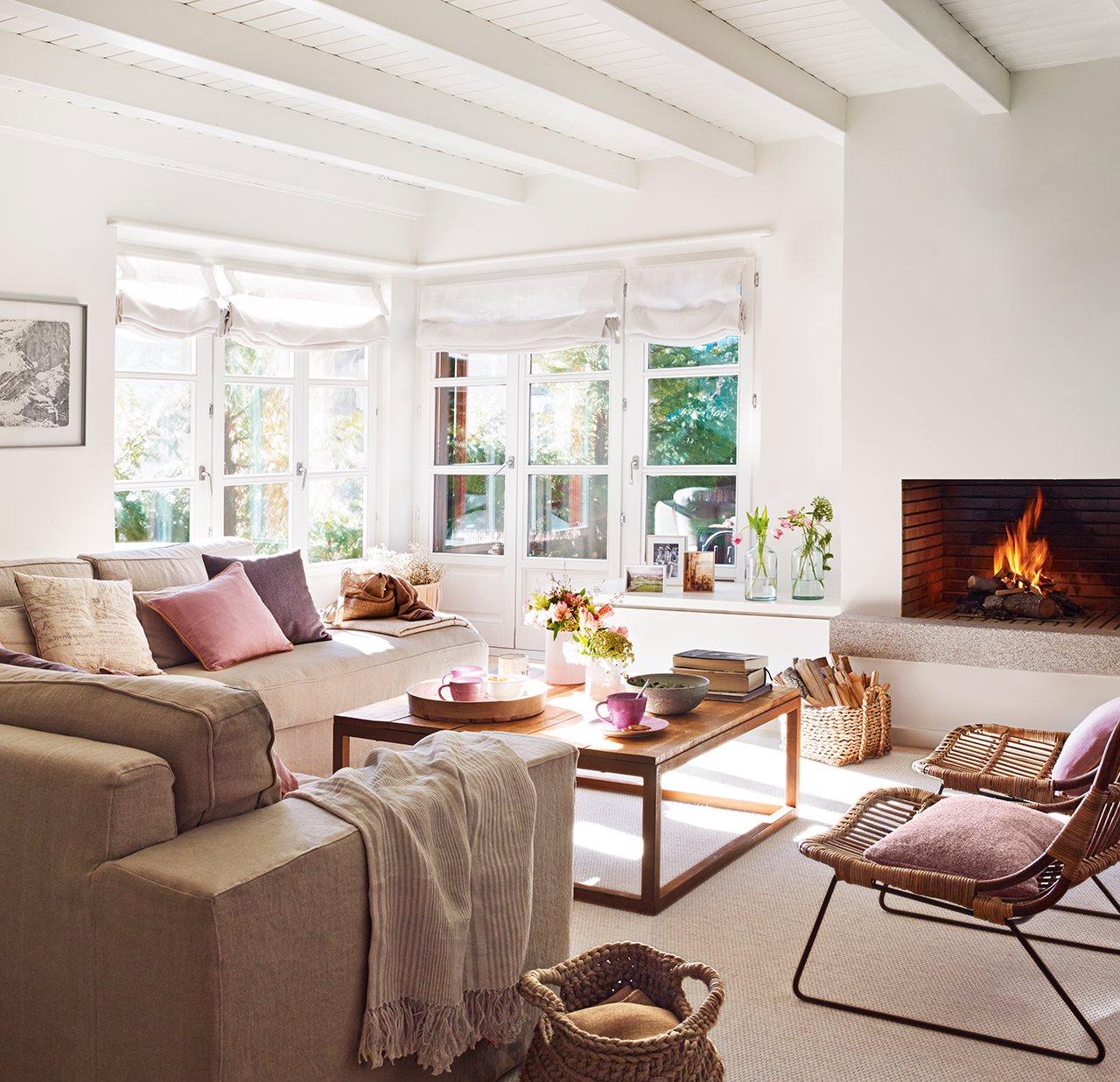 El Mueble Com Ipdd Una Casa Rústica En Blanco Y Madera Clara