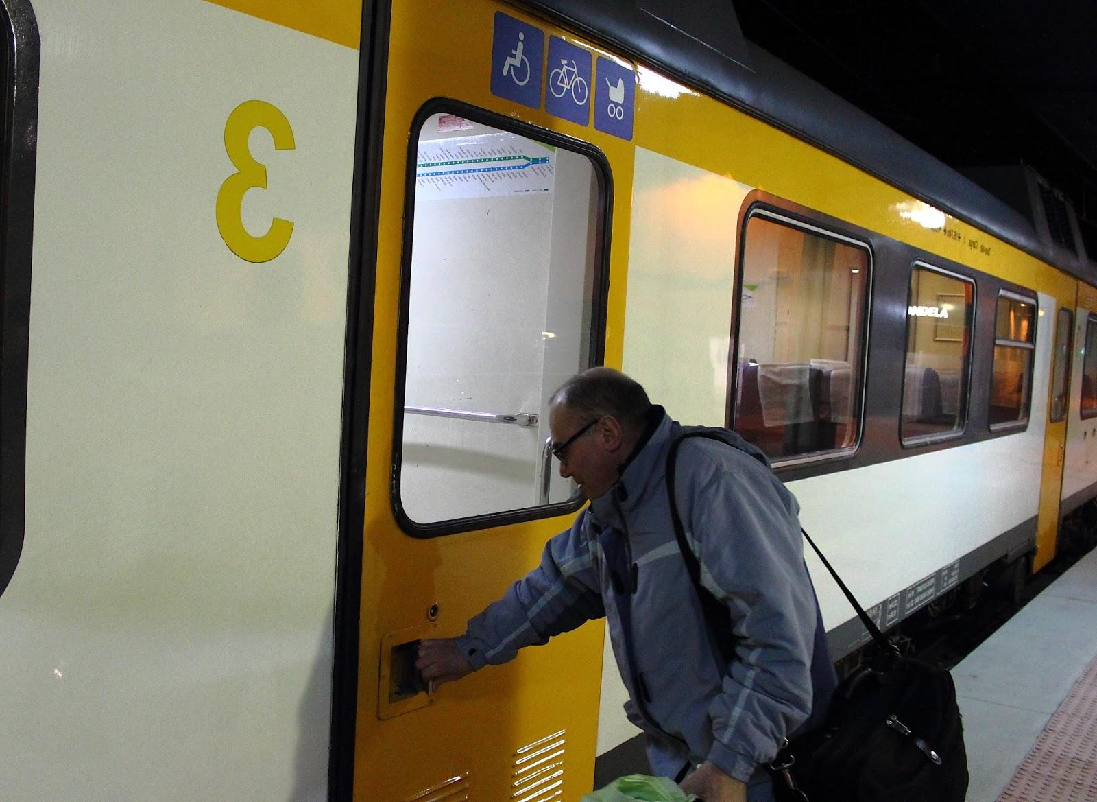 Horario Trenes Vigo Coruña X8d1 Redondelan Express El Tren Vigo Porto Reduce Una Hora Pero Necesita