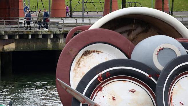 La Vajilla Bilbao Zwdg Platos Sucios Llenan La RÃ A De Bilbao El Correo