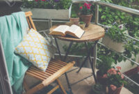 Mesa Balcon Irdz Hermosa Terraza O Balcà N Con Una Pequeà A Mesa Una Silla Y Flores