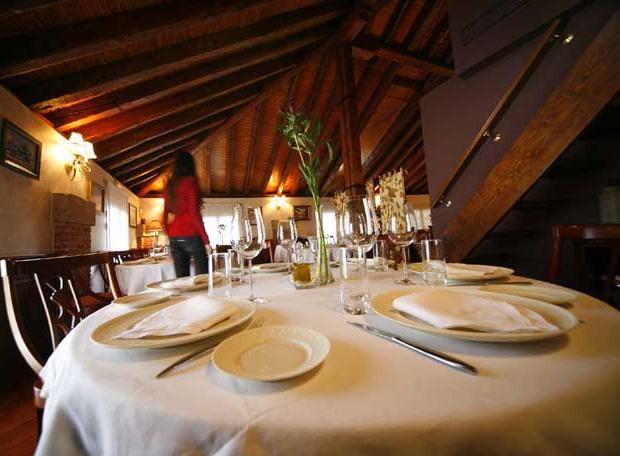 Mesas De Restaurante Ipdd Una De Las Mesas Del Restaurante Casa Josà Edicià N Impresa El Paà S