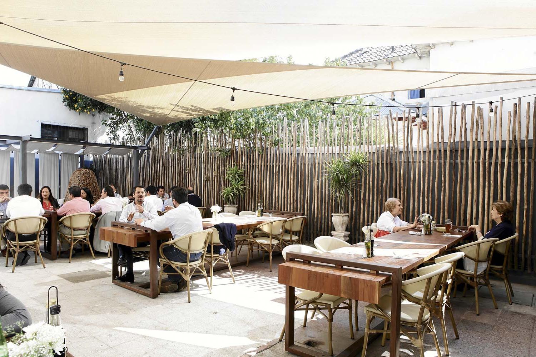 Mesas De Restaurante Qwdq Restaurantes De Mesa Larga Partir Està De Moda Mà S Deco