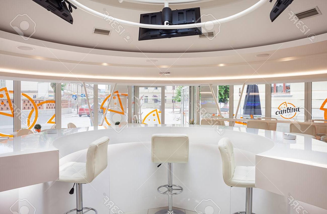 Mobiliario Cafeteria Etdg Interior De Un Moderno Bar Cafeterà A Mobiliario Futurista Blanco