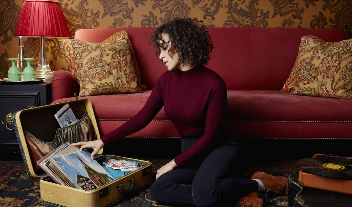 Ok sofas Opiniones E6d5 Grammy Winner Gaby Moreno S New Album is An Awesome Folk