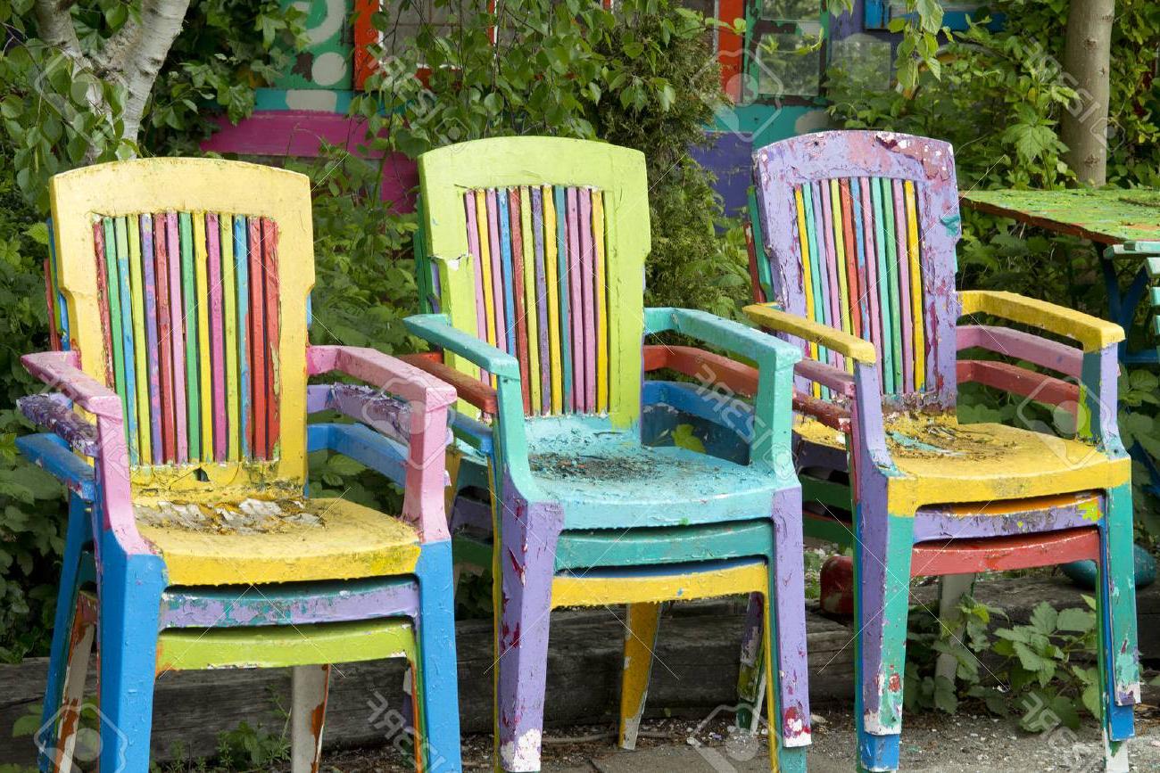 Sillas Colores 3id6 Sillas Pintadas De Colores Amarillo Naranja Azul Y Verde En El Jardà N