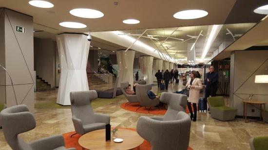 Sillones Madrid Ftd8 Hall Del Hotel Con Sillones Un Bar Y Zona Infantil Picture Of