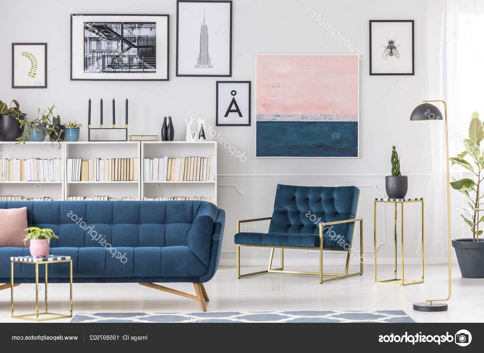 Sofa Azul Marino Thdr sofà Azul Marino Blanco Estante Pared Con Pintura Rosa Interior