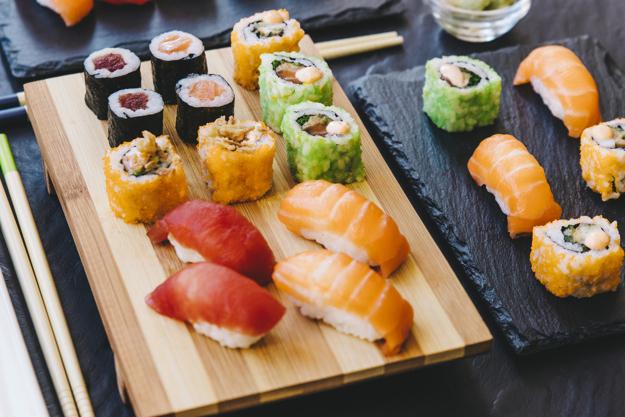 Sushi Las Tablas Ipdd Sushi Fresco En Tablas Descargar Fotos Gratis