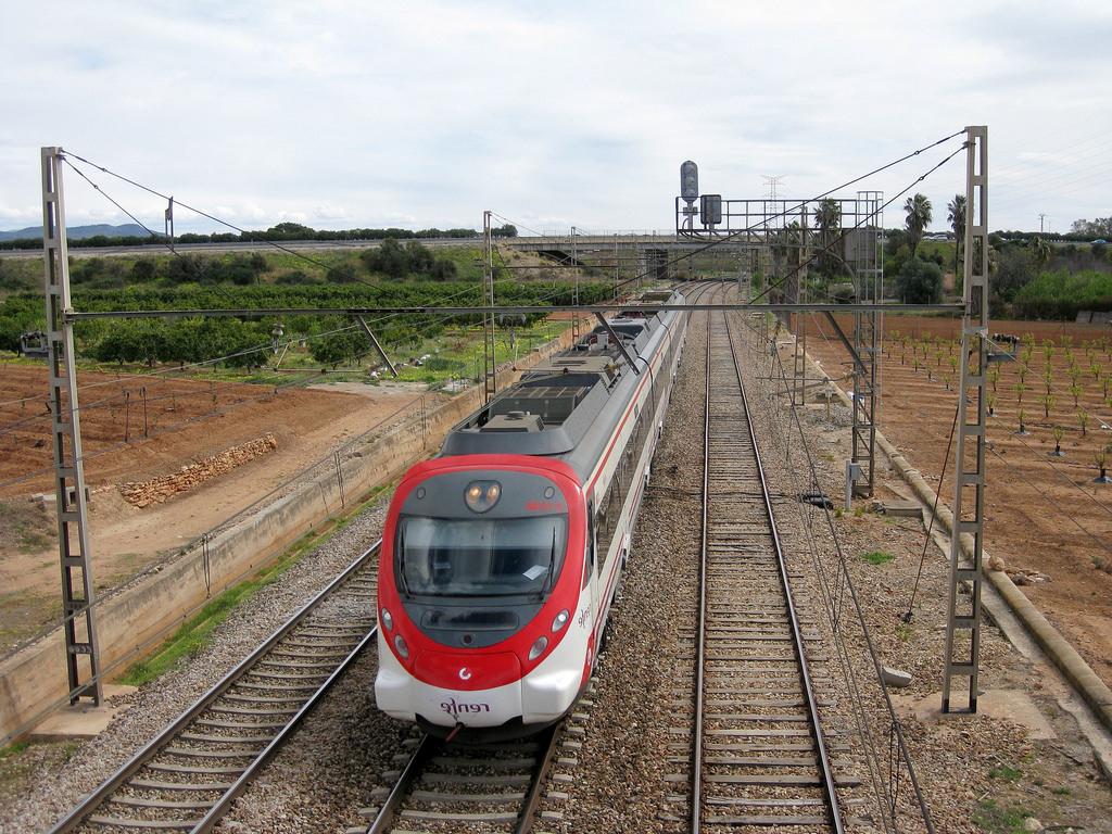 Tren Silla Valencia 9ddf Tren De Cercanà as De Renfe Là Nea C 2 A Su Paso Por Silla Flickr