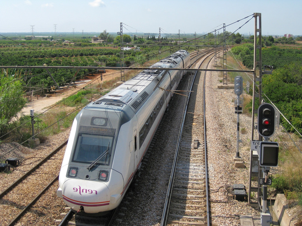 Tren Silla Valencia Dwdk Tren De Media Distancia De Renfe A Su Paso Por Silla Vale Flickr