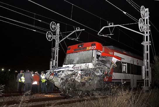 Tren Silla Valencia Mndw 17 Heridos Uno Grave Al Chocar Un Tren Y Un Camià N En El Tà Rmino