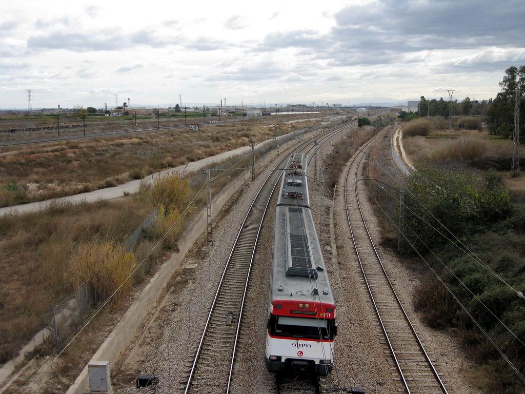 Tren Silla Valencia O2d5 Tren De Cercanà as De Renfe Là Nea C 2 A Su Paso Por Silla Flickr