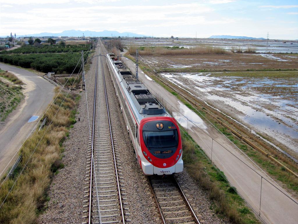 Tren Silla Valencia Tldn Tren De Cercanà as De Renfe Là Nea C 1 A Su Paso Por Silla Flickr