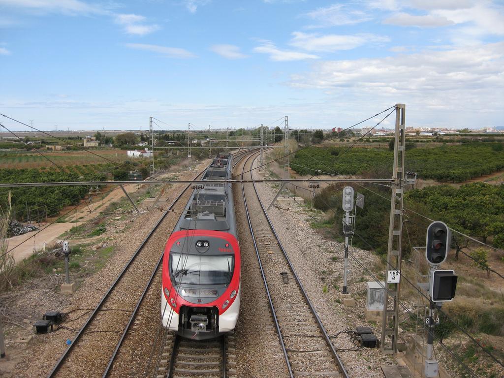Tren Silla Valencia U3dh Tren De Cercanà as De Renfe Là Nea C 2 A Su Paso Por Silla Flickr