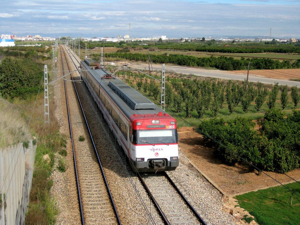Tren Silla Valencia Xtd6 Tren De Cercanà as De Renfe Là Nea C 1 A Su Paso Por Silla Flickr