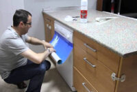 Vinilos Para forrar Muebles De Cocina 3id6 O Se Pega Un Vinilo En La Lavavajilla Youtube